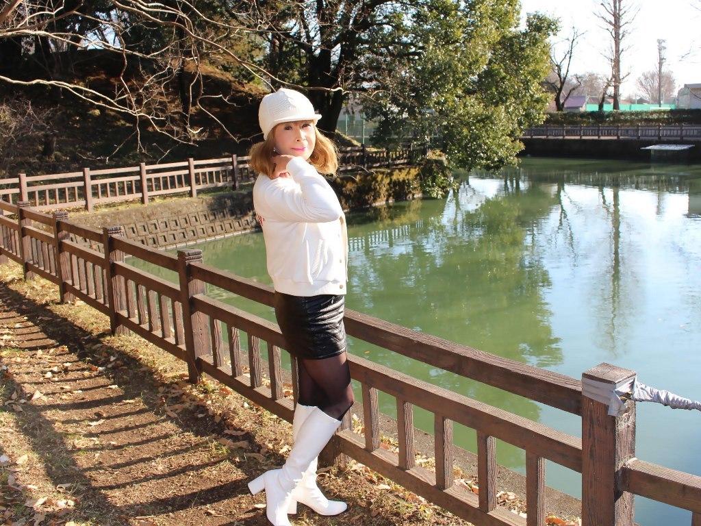 白ブーツ黒レザーミニA(6)