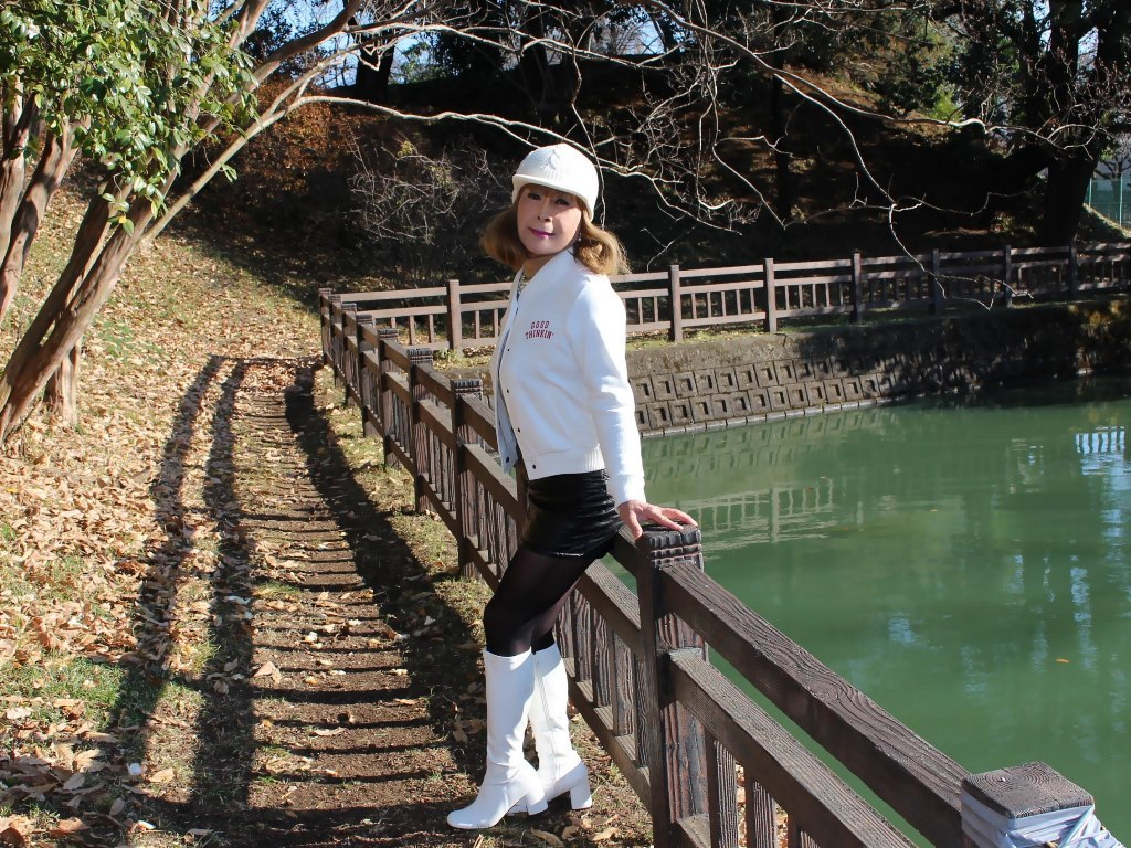 白ブーツ黒レザーミニA(7)