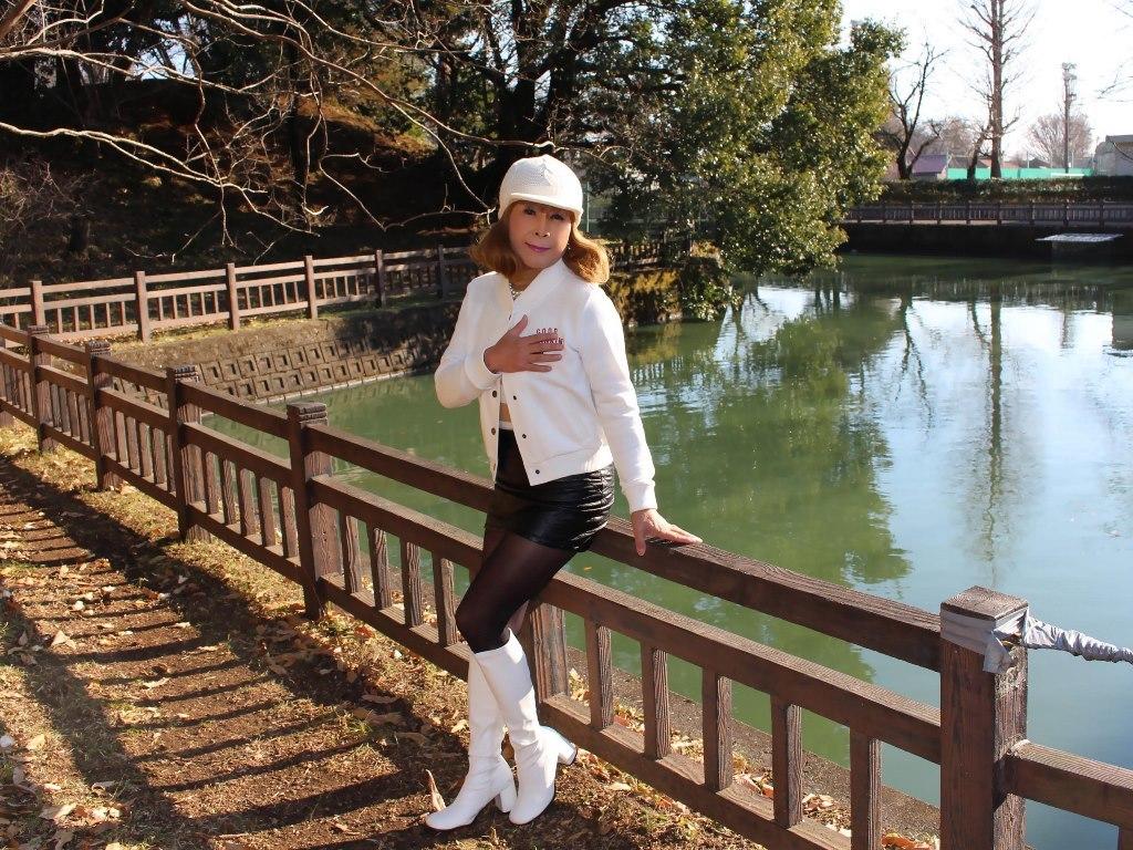 白ブーツ黒レザーミニA(5)