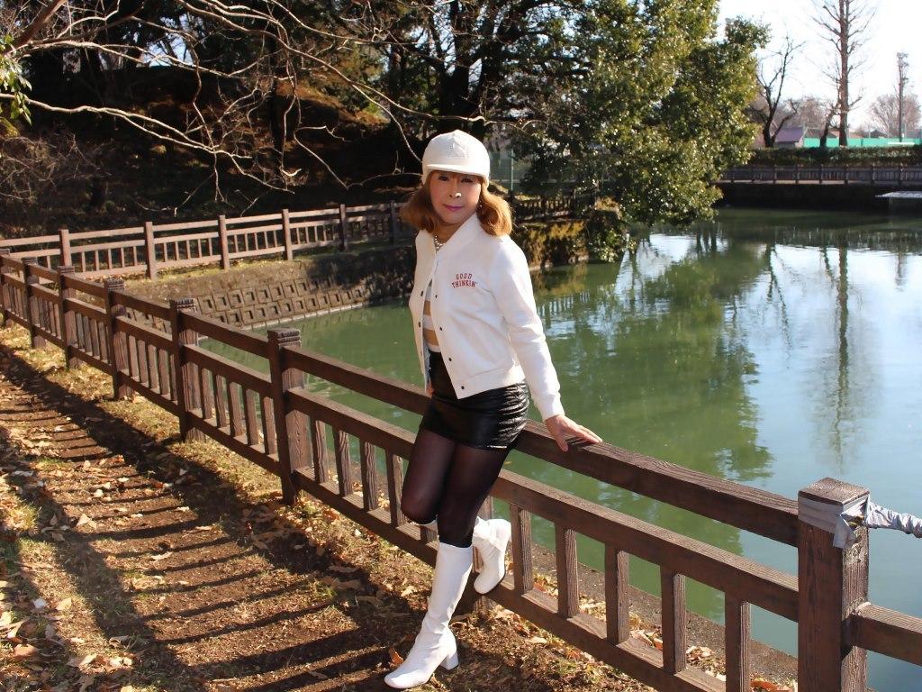 白ブーツ黒レザーミニA(4)