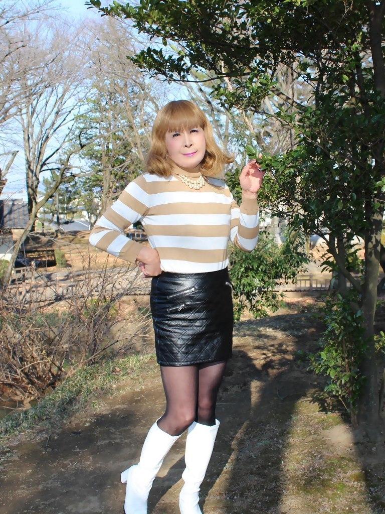 白ブーツ黒レザーミニC(7)