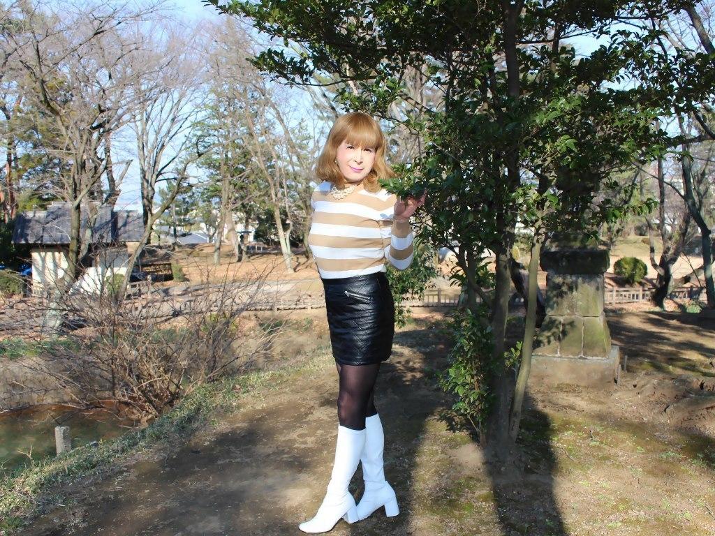 白ブーツ黒レザーミニC(8)
