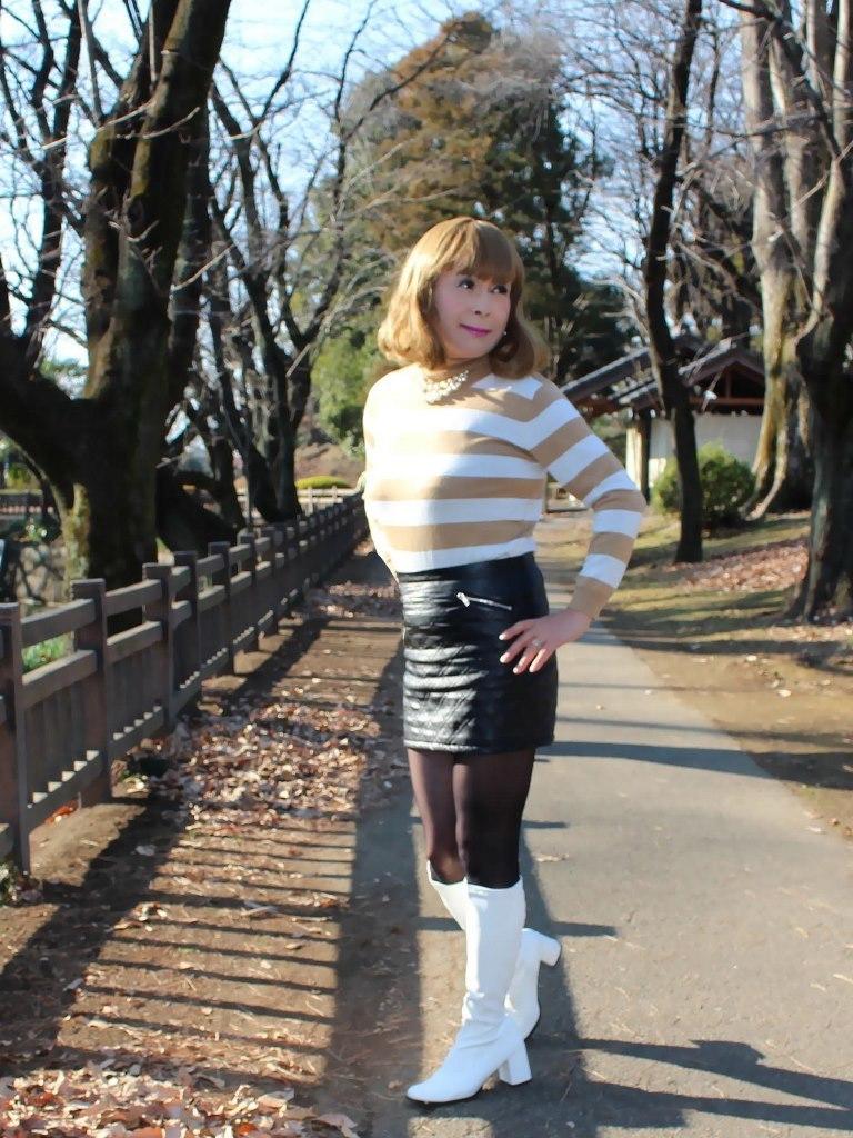 白ブーツ黒レザーミニC(2)