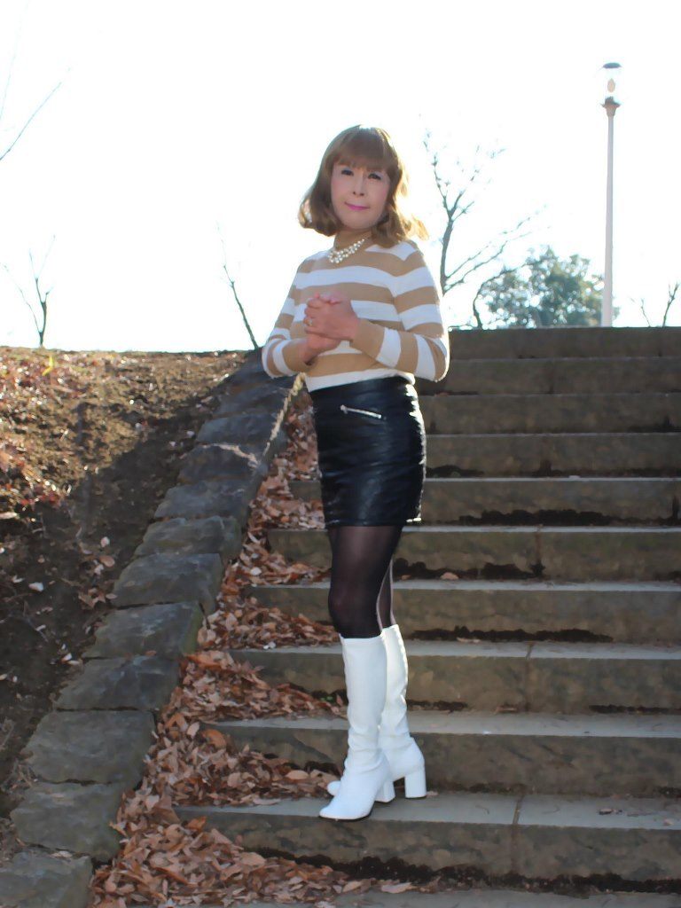 白ブーツ黒レザーミニC(5)