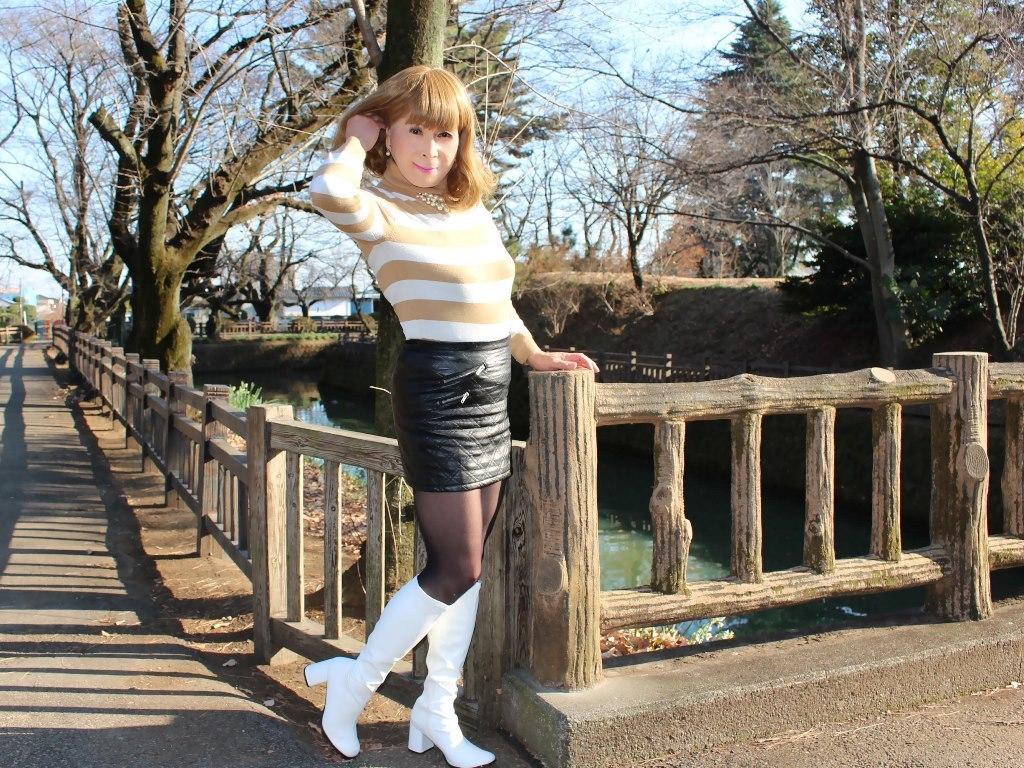 白ブーツ黒レザーミニE(6)