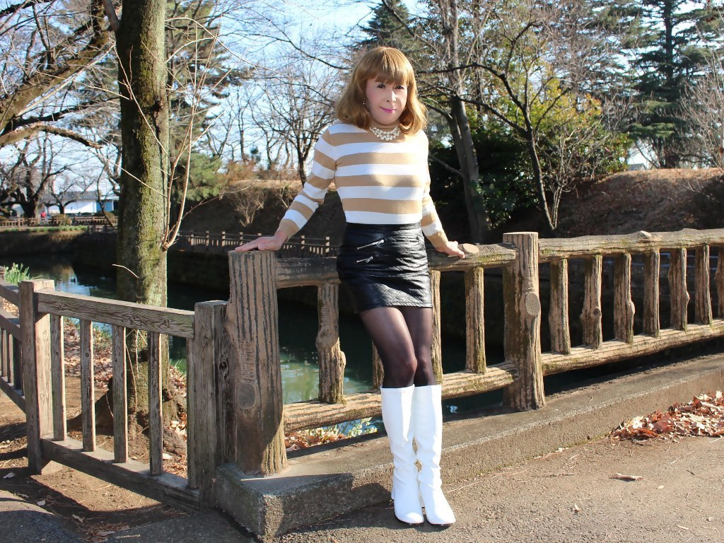 白ブーツ黒レザーミニE(3)