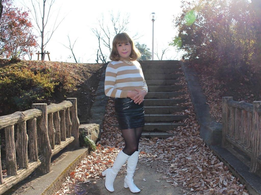 白ブーツ黒レザーミニE(8)