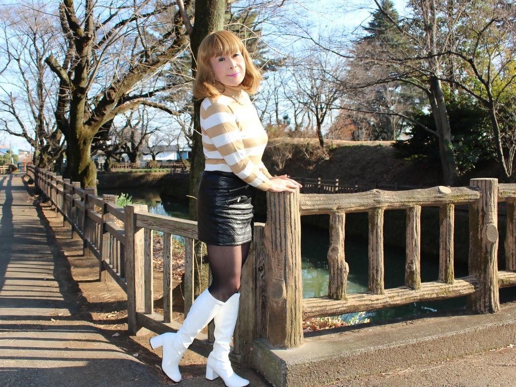 白ブーツ黒レザーミニE(5)