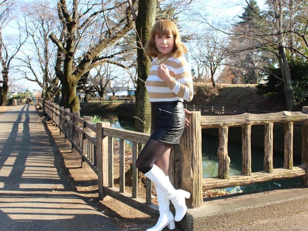 白ブーツ黒レザーミニE(4)