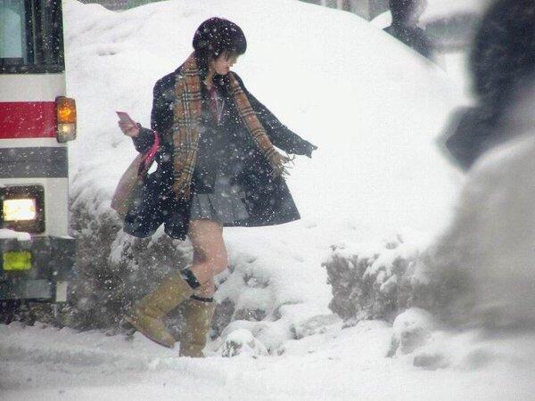 雪 ミニスカ2