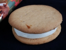 コールドストーンクッキーサンドキャラメルナッツパーティー