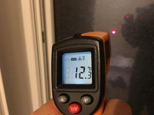 玄関の窓の温度