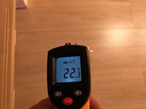 階段下フローリングの温度
