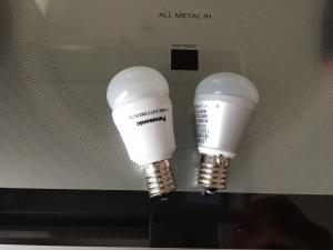 新しいのと古いLED電球比較