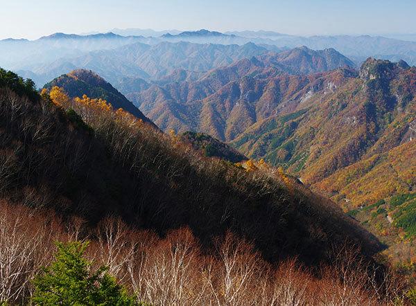 両神山山頂からの山なみ