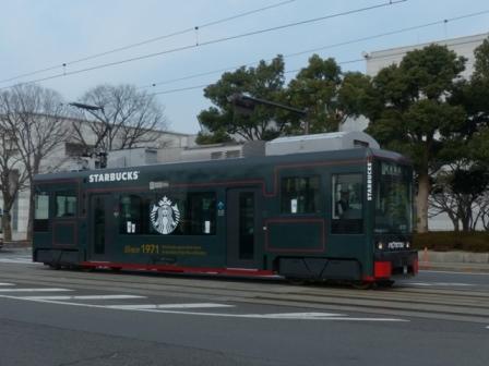 伊予鉄道の路面電車 (スターバックスのラッピング) 2