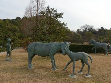 野間馬の像