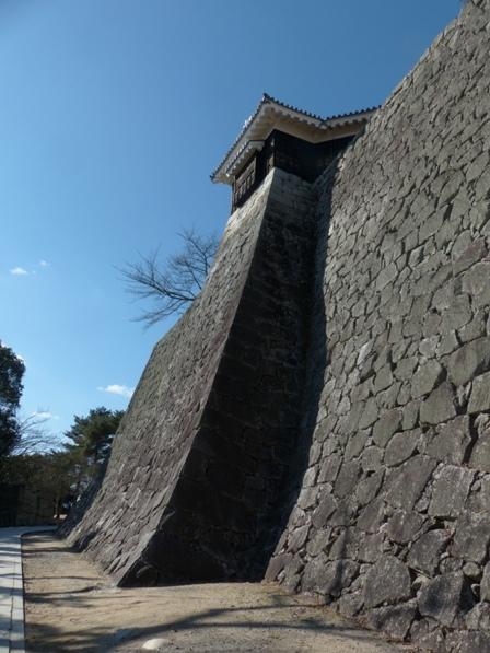 松山城 隠門続櫓 と 石垣