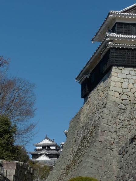 松山城 大手口から見た大天守 右は太鼓櫓