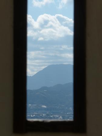 松山城 紫竹門横の塀 狭間からの眺め