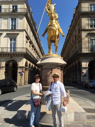 ジャンヌダルク像と