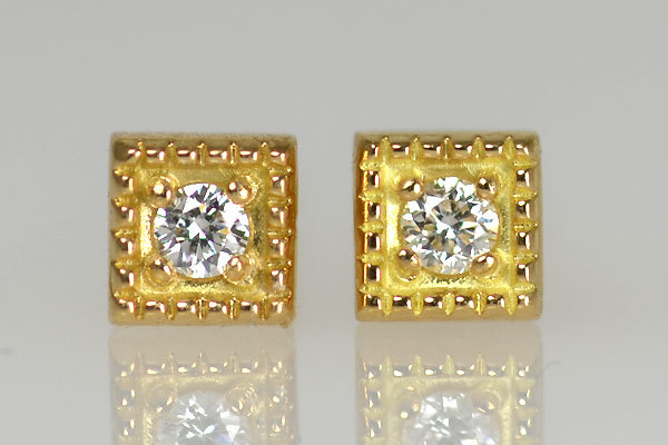 K18YG製イエローゴールドミル打ちダイアモンドピアス