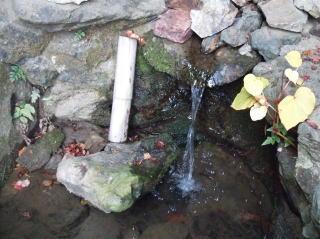 役行者の斧割り水