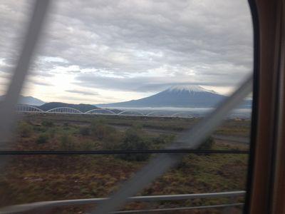 201611新幹線からの富士山