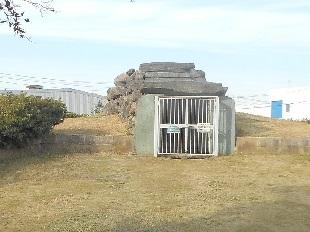 ①入口 20161201 八幡山古墳石室