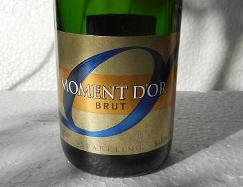 モマンドール ブリュット サントリー共同開発スパークリングワイン ラベル