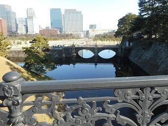 ②皇居 正門鉄橋(二重橋)から正門石橋を眺める