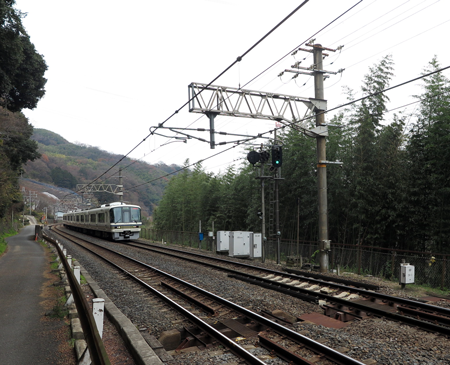 160101河内堅上駅あたり電車