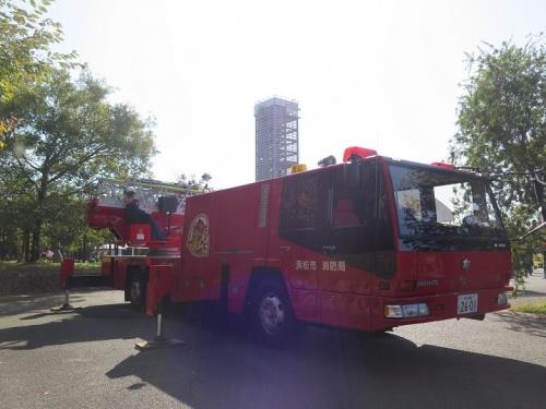 うなぎまつり 消防はしご車