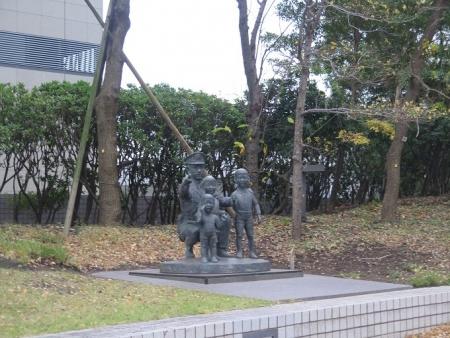 横浜 警察官の像