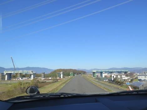 揖斐川 建設中の道