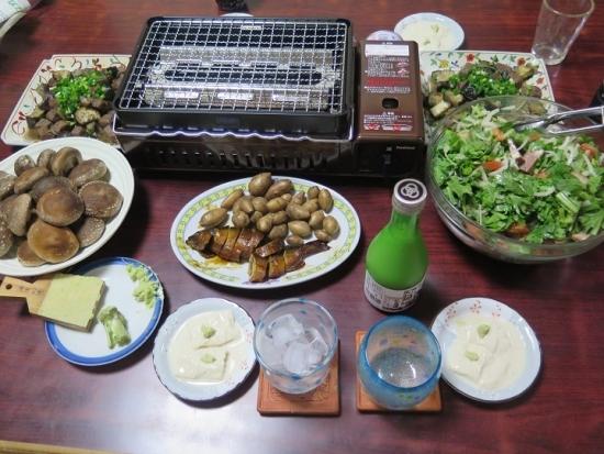 焼きしいたけ、サイコロステーキと茄子いため、アピオス塩茹で、鮎の甘露煮、春菊のサラダ