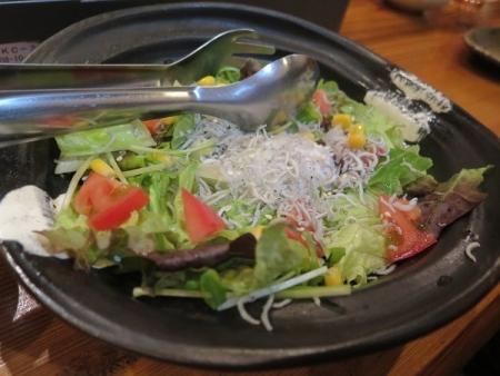 シラスと温玉のサラダ