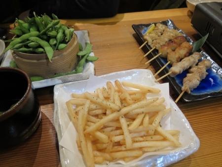 ポテトフライ、枝豆、焼き鳥