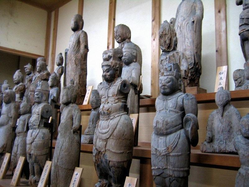 達身寺本堂に祀られる古仏群