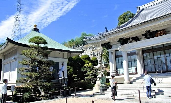 西堤寺・本堂と収蔵庫