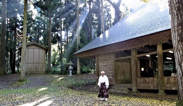 樺八幡神社境内