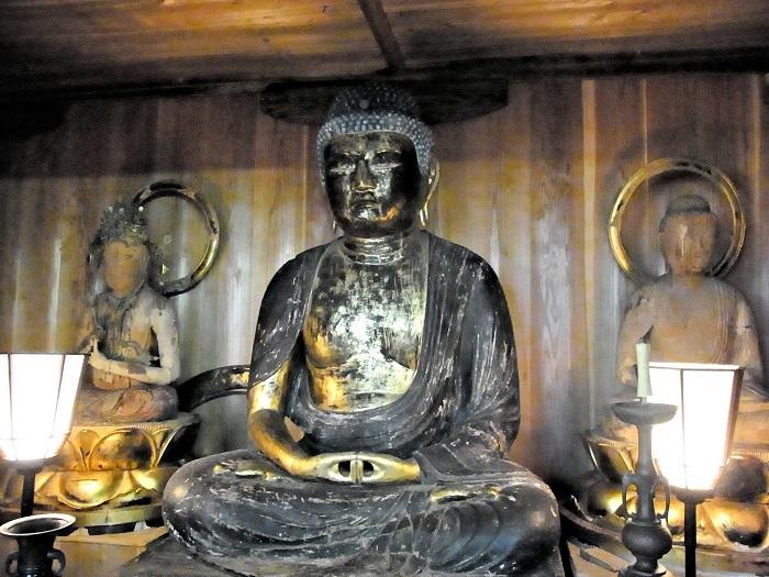 樺八幡神社本殿に祀られる、阿弥陀如来像他諸仏