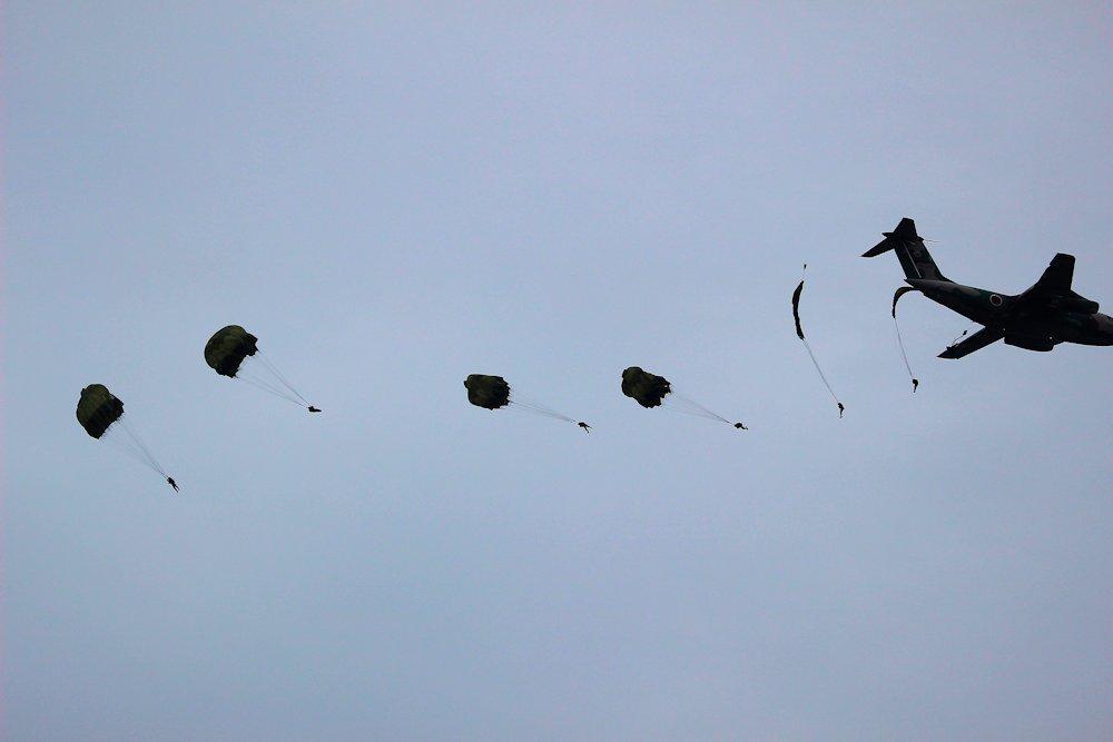 習志野空挺団降下始め 233