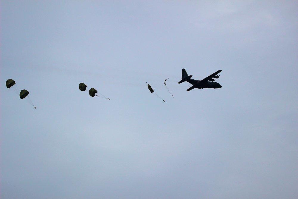 習志野空挺団降下始め 251