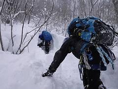 4急斜面の頭までラッセル訓練-s
