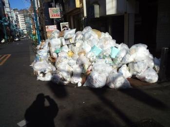 2お17年・新宿二丁目・正月ゴミ