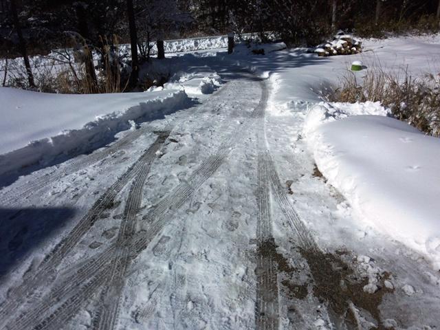 雪かき後進入路0122