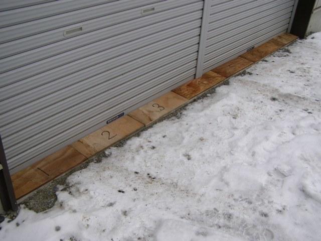 シャッター前雪よけ0128