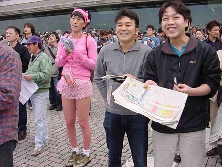 競馬場 ピンク 女装