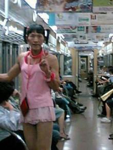 競馬場 ピンク 女装 2
